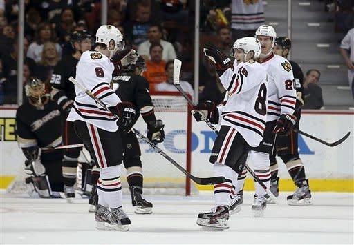 Ducks rally past Chicago 4-2 in top 2 teams' clash
