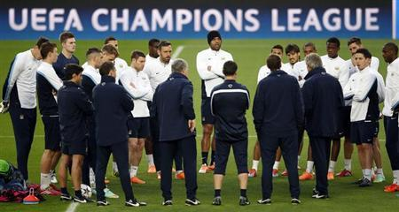 Manchester City's coach Manuel Luis Pellegrini speaks to his players during a training session at Camp Nou stadium in Barcelona, March 11, 2014. REUTERS/Albert Gea