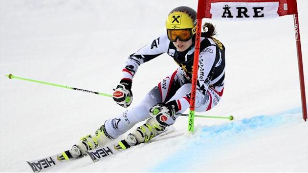 Alpine Skiing - Fenninger puts men in shade in World Cup warm-up