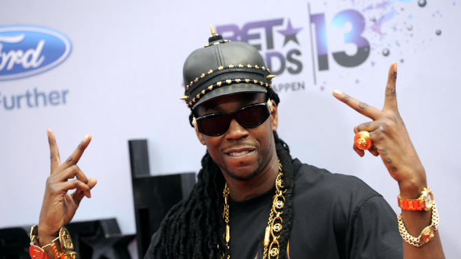Thicke, Brown perform, Miguel wins at BET Awards