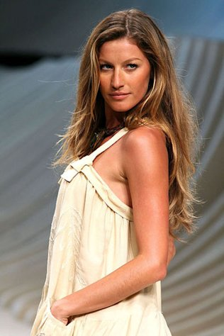 Gisele on the runway in 2006.
