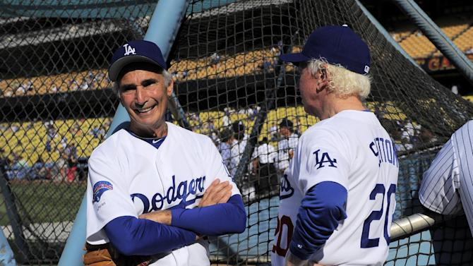 Dodgers great Sandy Koufax hit by foul ball