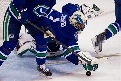 Hodgson scores 2 in Canucks 4-3 win over Sharks