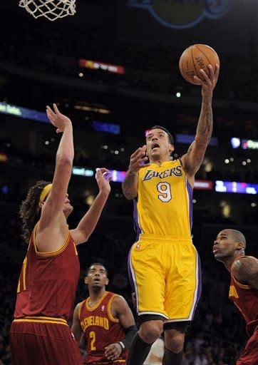 Kobe goes for 40-plus again as Lakers beat Cavs