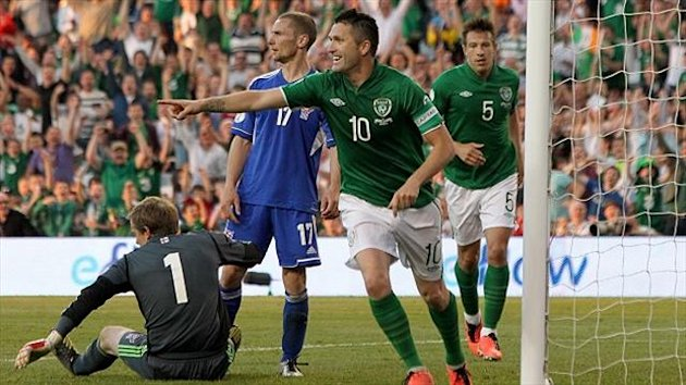 Robbie Keane helped to maintain his country's bid for a ticket to Brazil next summer with a hat-trick against the Faroe Islands