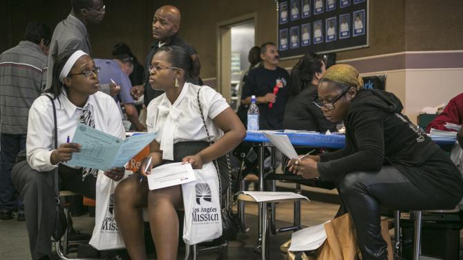 US unemployment benefit applications fall to 334K