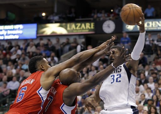 Nowitzki, Paul get 33, Mavs beat Clippers in OT