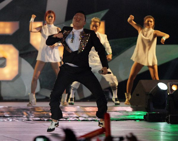 "South Korean rapper PSY, who sings the popular ""Gangnam Style"" song, performs concert in Bangkok,Thailand, Wednesday, Nov. 28, 2012.(AP Photo/Sakchai Lalit)"