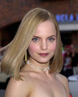 Mena Suvari at the Westwood premiere of Universal's American Pie 2