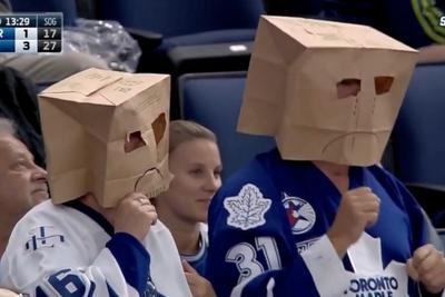Maple Leafs fans put paper bags over their heads, dance after Lightning goal