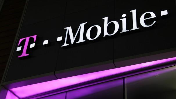 T-Mobile swings to Q2 profit, adds 1.5 million net customers