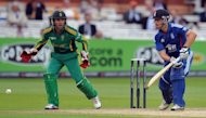 South Africa&#39;s AB de Villiers (L) and England&#39;s Jonathan Trott during their fourth ODI on September 2. De Villiers said his side&#39;s three-wicket win over reigning champions England was an encouraging sign ahead of this month&#39;s World T20 in Sri Lanka