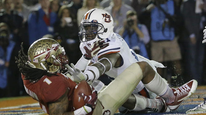 Florida State's Kelvin Benjamin catches a touchdown pass in front of Auburn's Chris Davis during the second half of the NCAA BCS National Championship college football game Monday, Jan. 6, 2014, in Pasadena, Calif. (AP Photo/David J. Phillip)