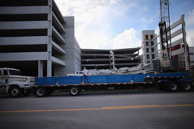 Parking Garage Under Construction At Miami-Dade College Campus Collapes
