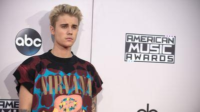 Even Justin Bieber Thinks Harry Styles Dresses Better