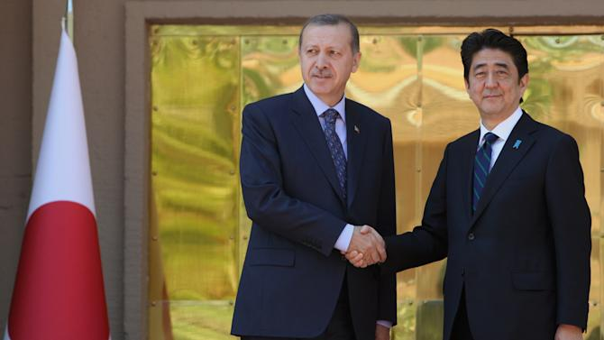 Japan's PM would applaud Istanbul 2020 win