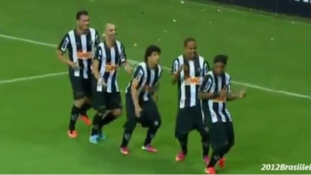 South American Football - Ronaldinho nets penalty to win title