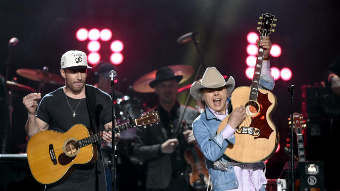 Sam Hunt, left, and Dwight Yoakam perform at ACM Presents Superstar Duets at Globe Life Park on Friday, April 17, 2015, in Arlington, Texas. (Photo by Chris Pizzello/Invision/AP)