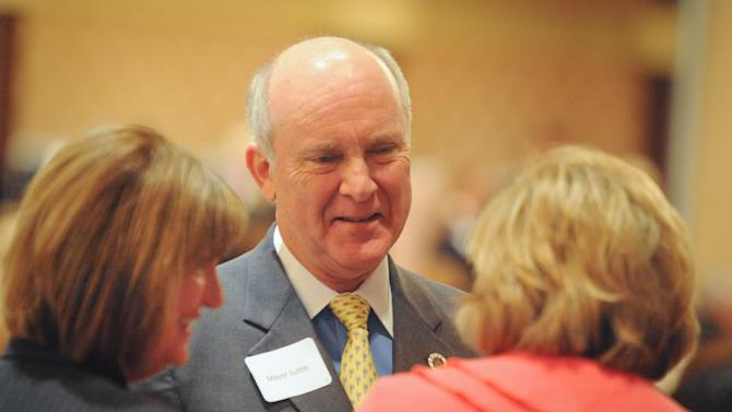 Omaha Mayor Jim Suttle greets supporters at a luncheon Wednesday, Jan. 26, 2011 in Omaha, Neb.   (AP Photo/Dave Weaver)