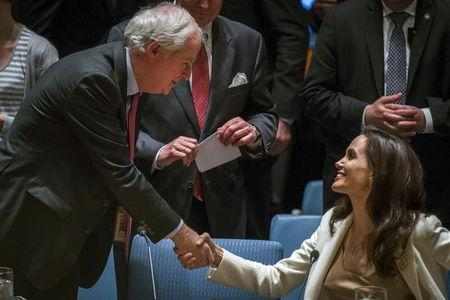U.N. aid chief urges Syria sanctions, Jolie pleads for refugee help