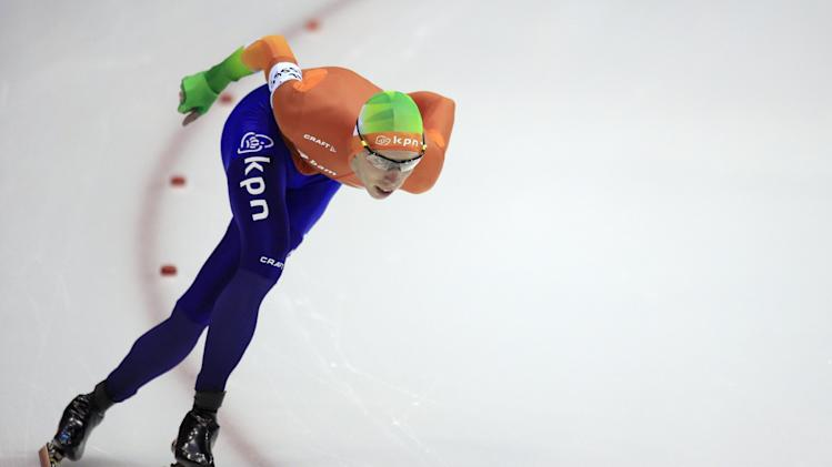 Jorrit Bergsma of the Netherlands competes during the men's 5000-meter speedskating race during the World Cup final at Thialf skating arena, Sunday, March 16, 2014, in Heerenveen, northern Netherlands. (AP Photo/Peter Dejong)