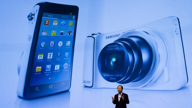samsung unveils voice controlled camera yahoo news samsung unveils voice controlled camera 669x377