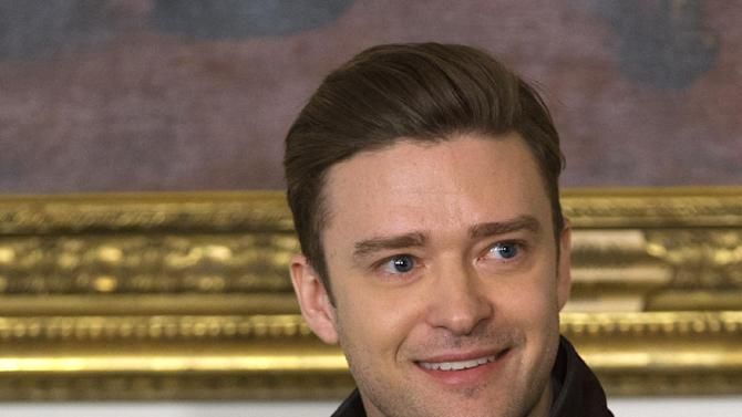 """Singer and actor Justin Timberlake tells a story during a workshop, """"Soulsville, USA: The History of Memphis Soul,"""" Tuesday, April 9, 2013, in the State Dining Room of the White House in Washington. First lady Michelle Obama hosted the event for student before tonight's """"In Performance at the White House: Memphis Soul"""".  (AP Photo/Jacquelyn Martin)"""