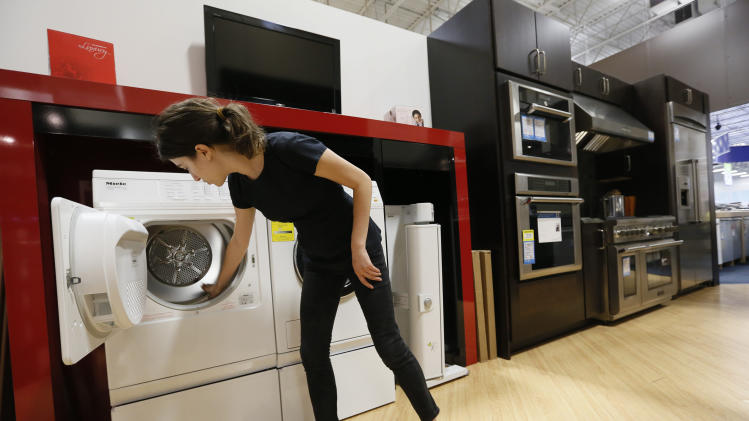 US durable goods orders rise 3.3 percent in April