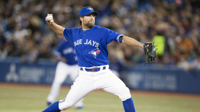 Dickey gets win as Blue Jays blank Yankees 4-0