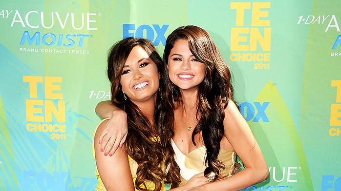 Selena Gomez Demi Lovato Teen Choice Awards