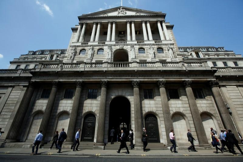 BoE's Vlieghe says 'relaxed' about waiting to hike rates