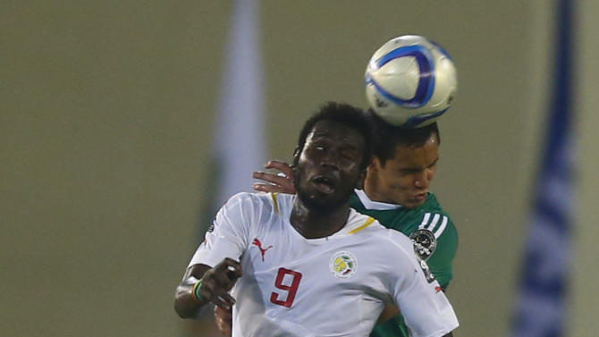 Diouf of Senegal fights for the ball with Mandi of Algeria during their Group C soccer match of the 2015 African Cup of Nations in Malabo