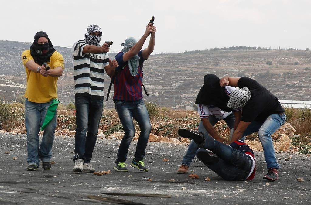 Palestinian stone throwers wounded by 'undercover Israelis'