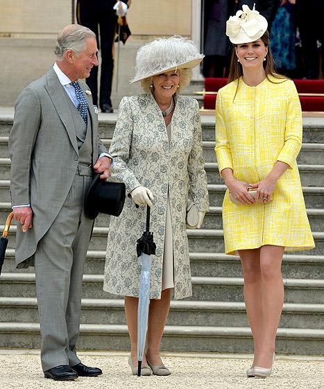 Kate Middleton Plays Up Pregnant Bump at Queen Elizabeth's Garden Party: Pictures