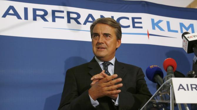Chairman and CEO of Air France-KLM Alexandre de Juniac gestures during a news conference in Paris on the second week of a strike by Air France pilots