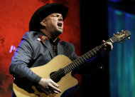 Garth Brooks sings &quot;Papa Loved Mama,&quot; a song written by Kim Williams, as Williams is inducted into the Nashville Songwriters Hall of Fame on Sunday, Oct. 7, 2012, in Nashville, Tenn. (AP Photo/Mark Humphrey)