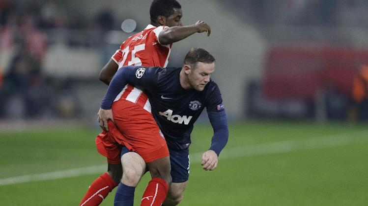 Wayne Rooney 40 Yard Dash left fights for the ball with Manchester United s Wayne Rooney