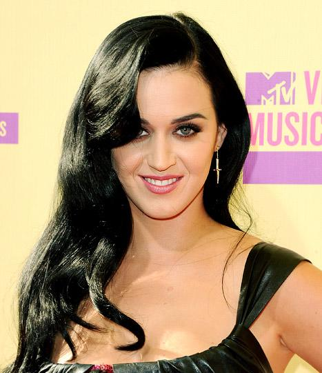 PIC: Katy Perry Rocks Obama-Themed Nails for Campaign Fundraiser