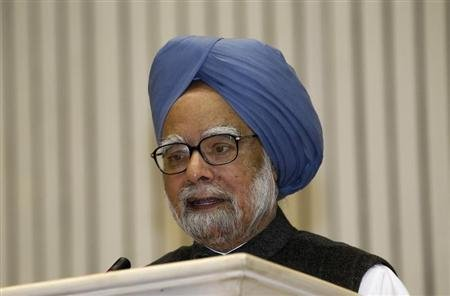 India&#39;s Prime Minister Manmohan Singh speaks during the meeting of the 57th National Development Council (NDC) in New Delhi December 27, 2012. REUTERS/B Mathur