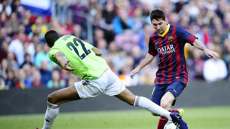 FC Barcelona's Lionel Messi, right, duels for the ball against Osasuna's Jordan Loties during a Spanish La Liga soccer match at the Camp Nou stadium in Barcelona, Spain, Sunday, March 16, 2014