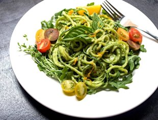 Recipe: Zucchini Pasta and Creamy Avocado-Cucumber Sauce