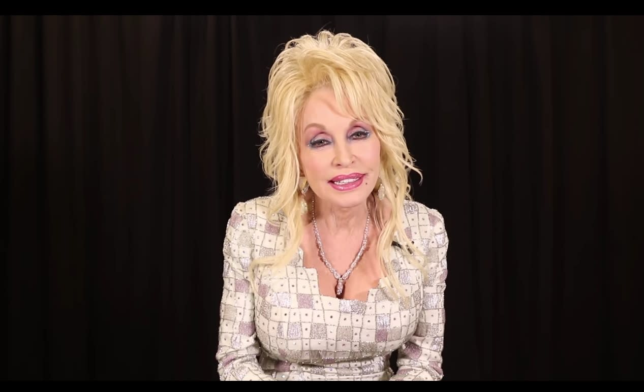 Dolly Parton Establishes Fund For Smoky Mountain Wildfire Victims