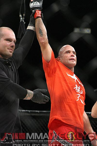 Bas Rutten Undergoes Successful Neck Surgery, but Still Dealing with Health Issues