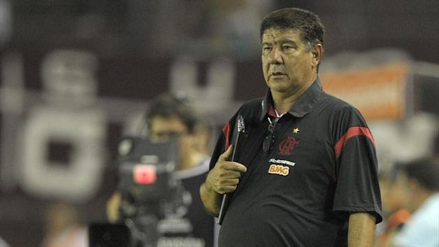 Flamengo coach Joel Santana watches the pitch during the Copa Libertadores 2012 match against Lanus in Buenos Aires (AFP)