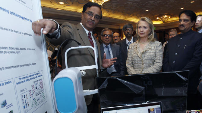 U.S. Secretary of State Hillary Rodham Clinton, center, and India's Science and Technology Minister Vilasrao Deshmukh, right, attend the U.S.-India Partnering for Innovative Solutions event in New Delhi, India Tuesday, May 8, 2012. (AP Photo/Shannon Stapleton, Pool)