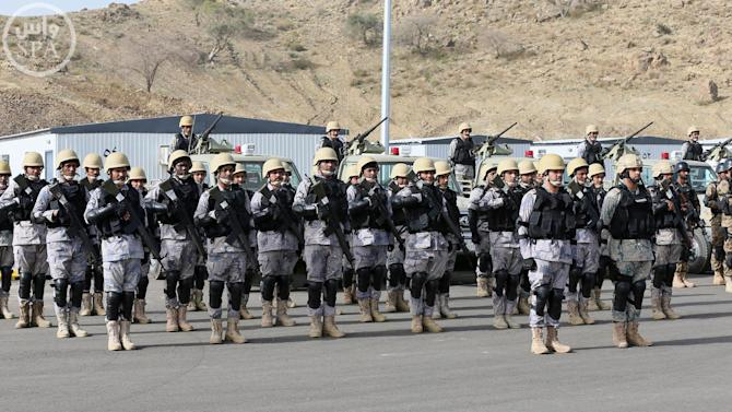 "In this photo provided by the Saudi Press Agency (SPA), Royal Saudi Land Forces and units of Special Forces of the Pakistani army take part in a joint military exercise called ""Al-Samsam 5"" in Shamrakh field, north of Baha region, southwest Saudi Arabia, Monday, March 30, 2015. (AP Photo/SPA)"