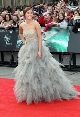 Emma Watson in Oscar de la Renta.  Volume, layers, sparkle - this dress has it all. Watson shows…