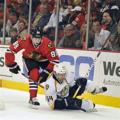 Blackhawks beat Predators 5-4 for 7th straight win