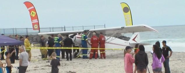 Banner-towing plane crashes on crowded beach