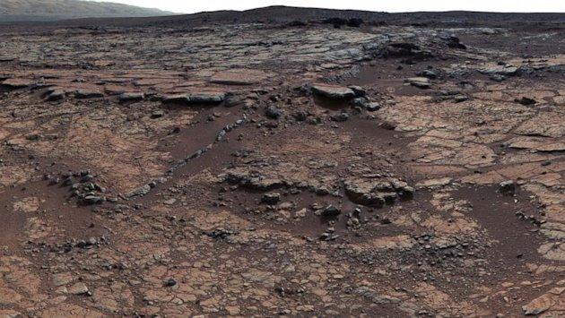 Curiosity Sniffing the Ground on Hunt for Martian Organic Material (ABC News)